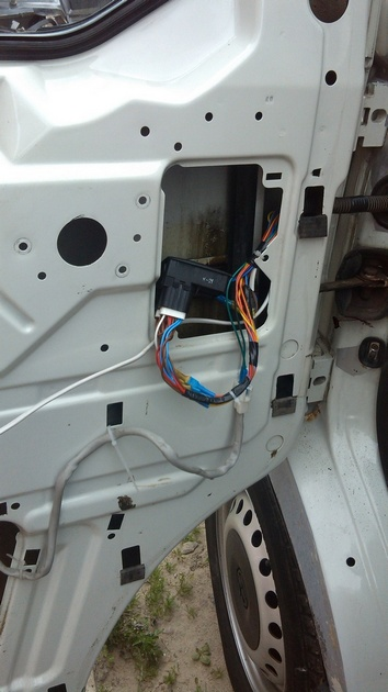 """Установка на VW Transporter T4 электростеклоподъемников """"ГРАНАТ"""" и доводчика стеклоподъемников Pandora DWM-210 Рис. 21"""