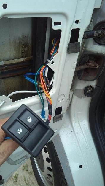 """Установка на VW Transporter T4 электростеклоподъемников """"ГРАНАТ"""" и доводчика стеклоподъемников Pandora DWM-210 Рис. 22"""