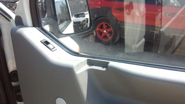 """Установка на VW Transporter T4 электростеклоподъемников """"ГРАНАТ"""" и доводчика стеклоподъемников Pandora DWM-210 Рис. 30"""