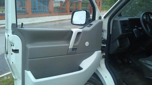 """Установка на VW Transporter T4 электростеклоподъемников """"ГРАНАТ"""" и доводчика стеклоподъемников Pandora DWM-210 Рис. 33"""