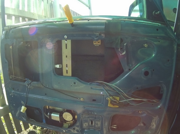 """Установка электрических стеклоподъемников """"ФОРВАРД"""" на ВАЗ-2107 в передние двери. Рис. 5"""