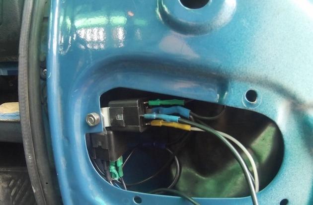 """Установка электрических стеклоподъемников """"ФОРВАРД"""" на ВАЗ-2107 в передние двери. Рис. 7"""