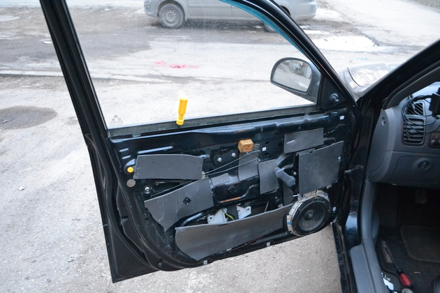 """Установка электрических стеклоподъемников """"ФОРВАРД"""" на Hyundai Accent в передние двери. Рис. 4"""