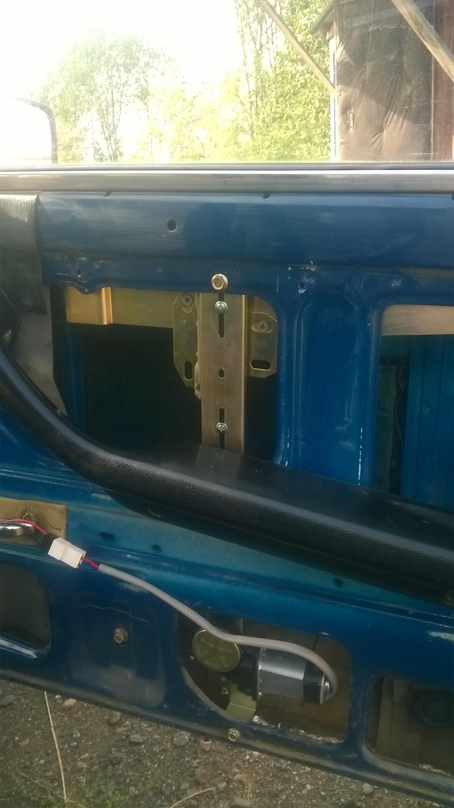 Установка стеклоподъемников ФОРВАРД в передние двери ВАЗ-2107. Рис. 6