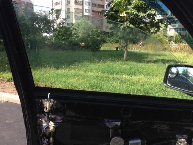 """Установка электростеклоподъемников """"ФОРВАРД"""" в передние двери LADA Priora. Рис. 8"""