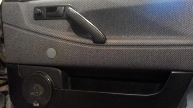 """Установка электрических стеклоподъемников """"ГРАНАТ"""" на VW Passat B3. Рис. 25"""