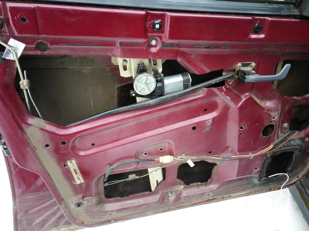 """Установка электростеклоподъемников """"ФОРВАРД"""" на ВАЗ-2110 в передние двери. Рис. 5"""