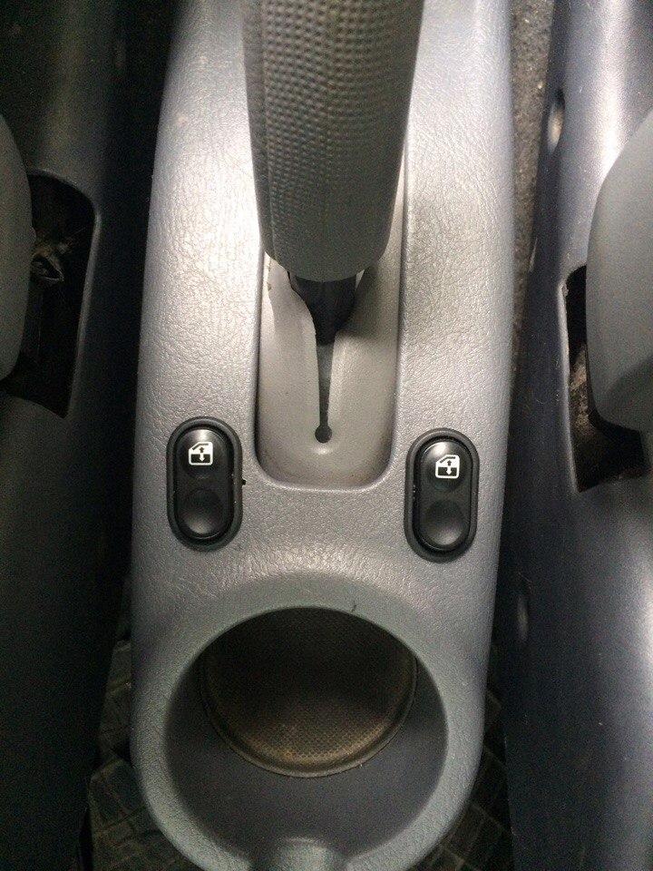 Установка стеклоподъемников ФОРВАРД в передние двери Hyundai Accent. Рис. 13