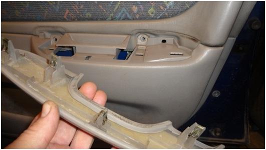 Установка универсальных электростеклоподъемников TITAN PW2 на Toyota Corolla. Рис. 6