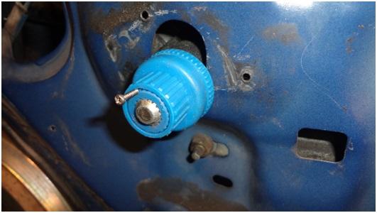 Установка универсальных электростеклоподъемников TITAN PW2 на Toyota Corolla. Рис. 17