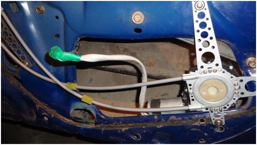 Установка универсальных электростеклоподъемников TITAN PW2 на Toyota Corolla. Рис. 21