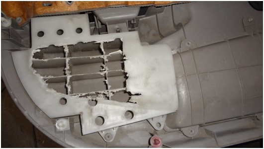 Установка универсальных электростеклоподъемников TITAN PW2 на Toyota Corolla. Рис. 24
